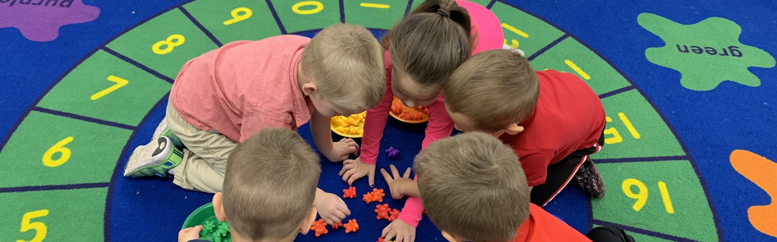 Preschoolers sorting on carpet